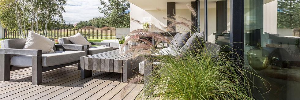 wooden-garden-furniture-PSBRN5X.jpg