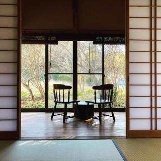 和室から縁側を望む