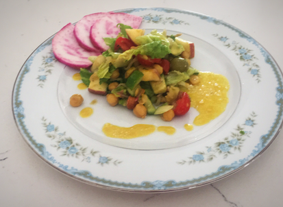 Chickpeas salad with vegetables