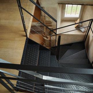 escalier tout en acier
