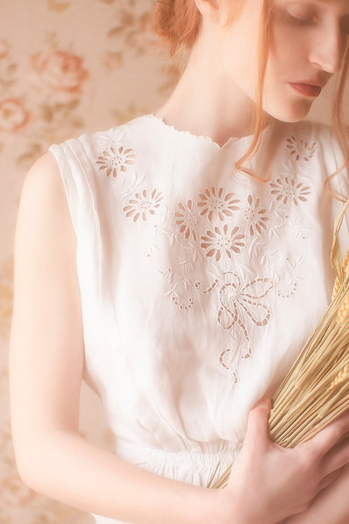 Beautiful 1900s Embroidered Linen Blouse
