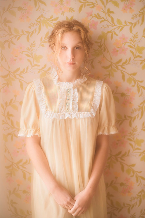 Lovely Vintage 1970s Pastel Yellow Nightgown