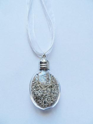 Réf 239 - Collier bouteille de sable ruban blanc