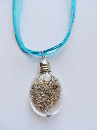 Réf 238 -Collier bouteille de sable ruban bleu