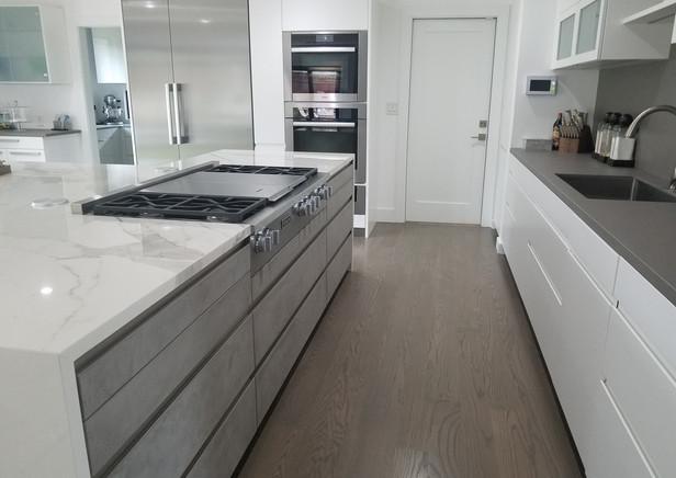 porcelain counter kitchen.jpg