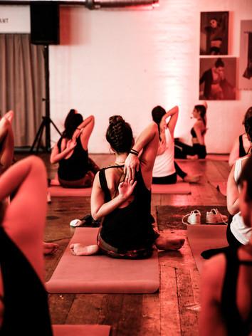 Adidas_Yoga Klasse mit Astrid.jpg