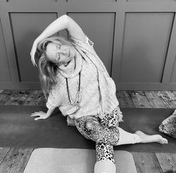 Amanda Bunton yoga pose