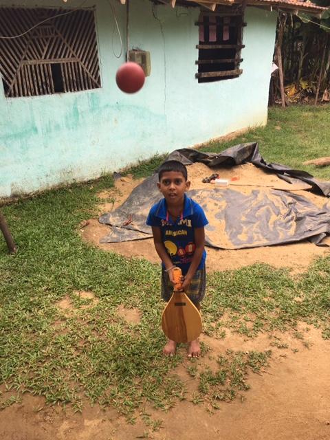 Junge_aus_Unawatuna,_Südprovinz_(Sri_Lanka)