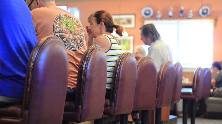 Bluberry's Cafe Naples , people dining .