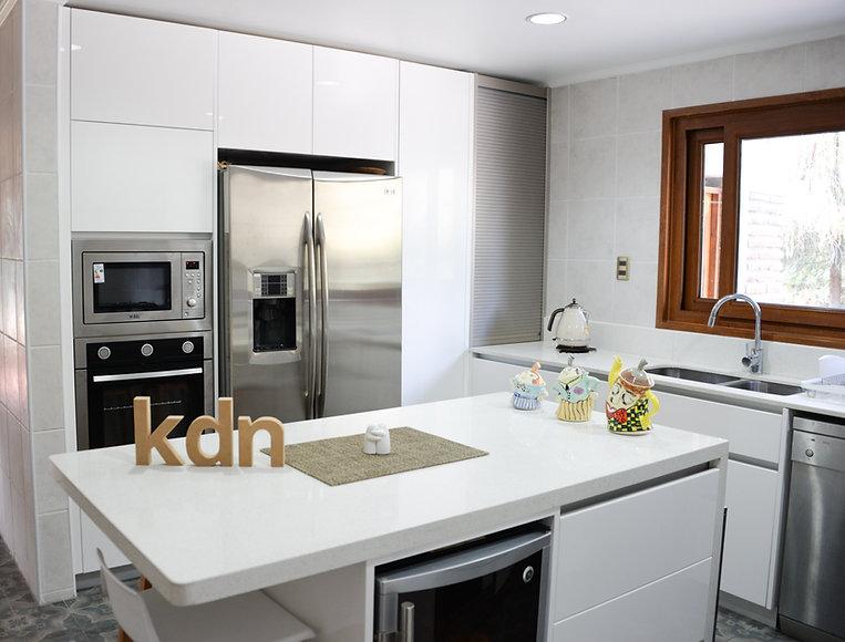 Cocina-Lacada-blanca-brillo-100-cubierta