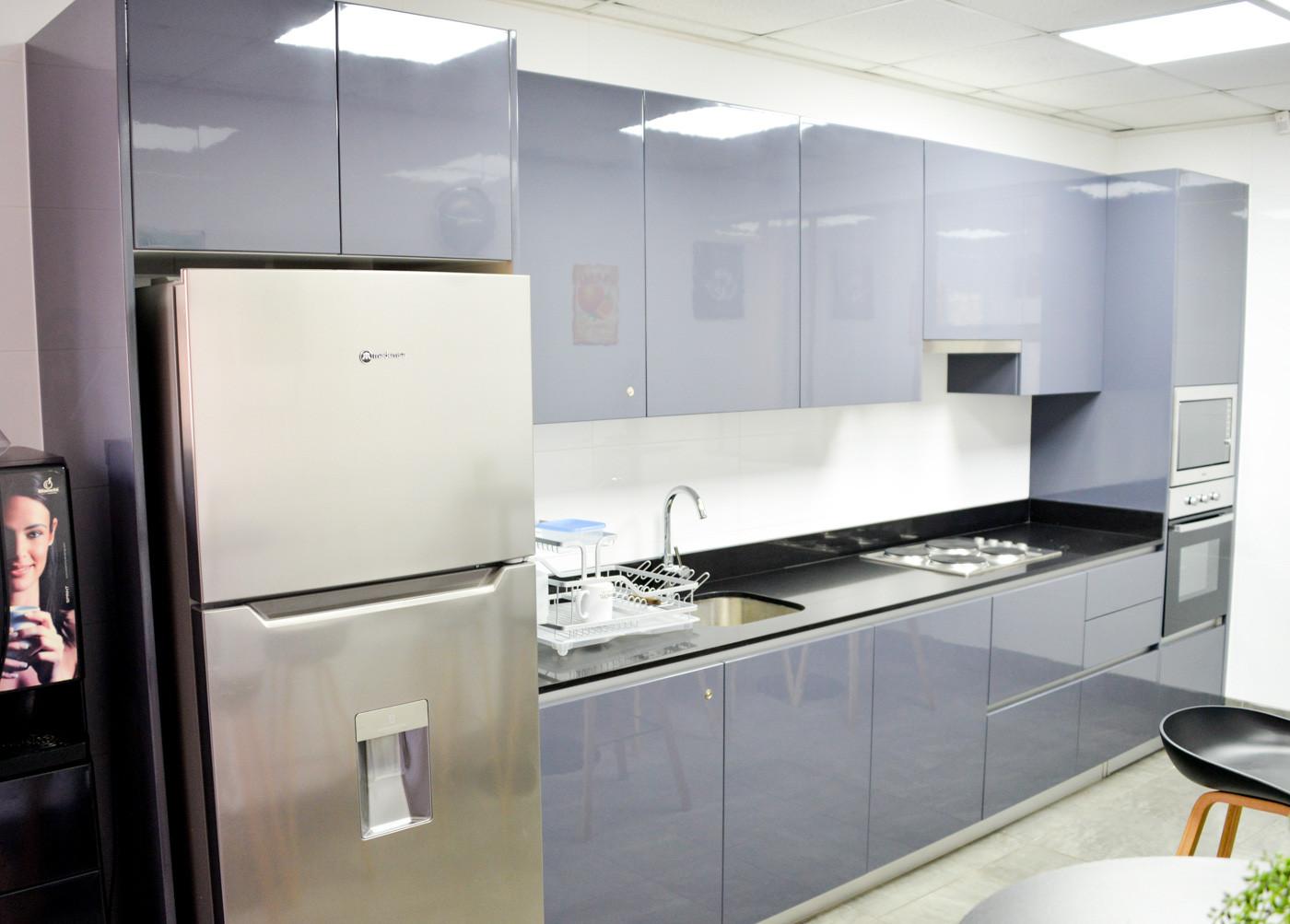 Cocina lacada gris grafito con cubierta