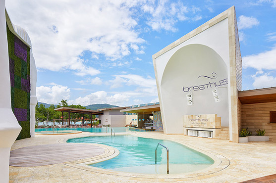Freestyle pool and entertainment zone.jp