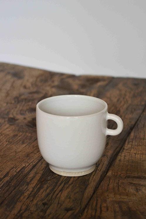 Tasse blanche avec anse