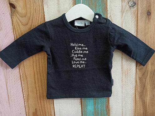 Camiseta Negra Hold Me... Kiss Me ... - FEETJE