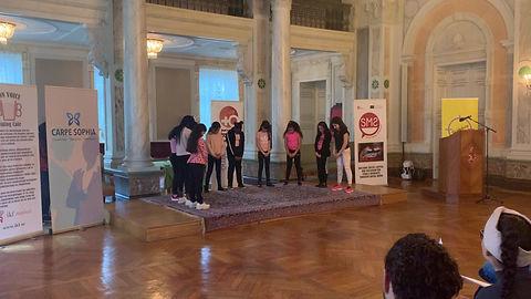 Hemmaplans IF Lorensborgs dans flickor upträdder i Malmö Rådhuset under Internationella Kvinnodagen