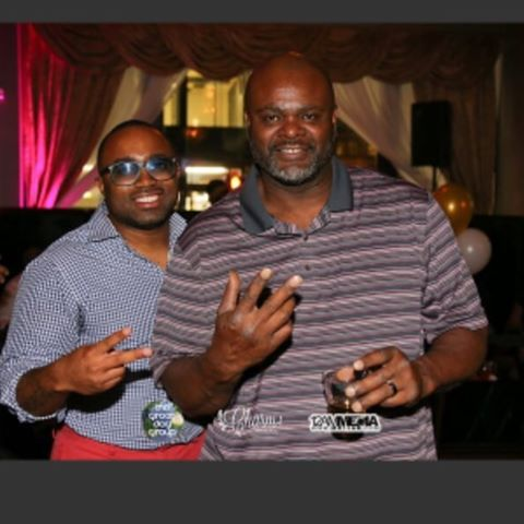 Me and my guy, former Bengal Vaughn Booker at Ivy Lounge for Reverse Happy Hr 😎✌🏾️