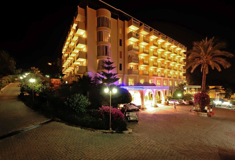 larina family resort gece