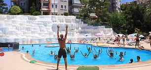larina family resort havuz-min.JPG