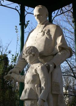 Estatua - Casa General