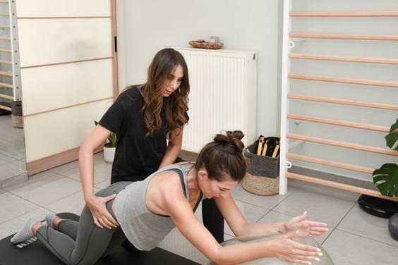 Ατομικό Θεραπευτικό Pilates σε στρώμα / One to one session Clinical Pilates on the mat
