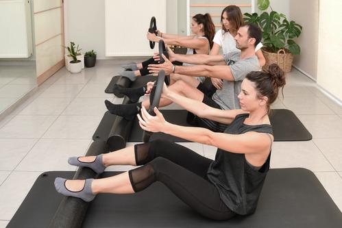 Ομαδικό Θεραπευτικό Pilates σε στρώματα / Group Clinical Pilates Class on the mat