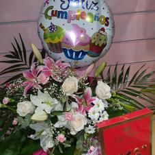 globos y cajas de bombones