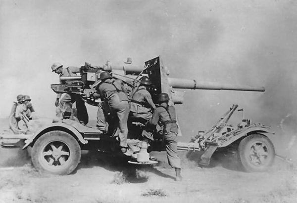 Flak_88_dak_Afrika_korps_1941.jpg