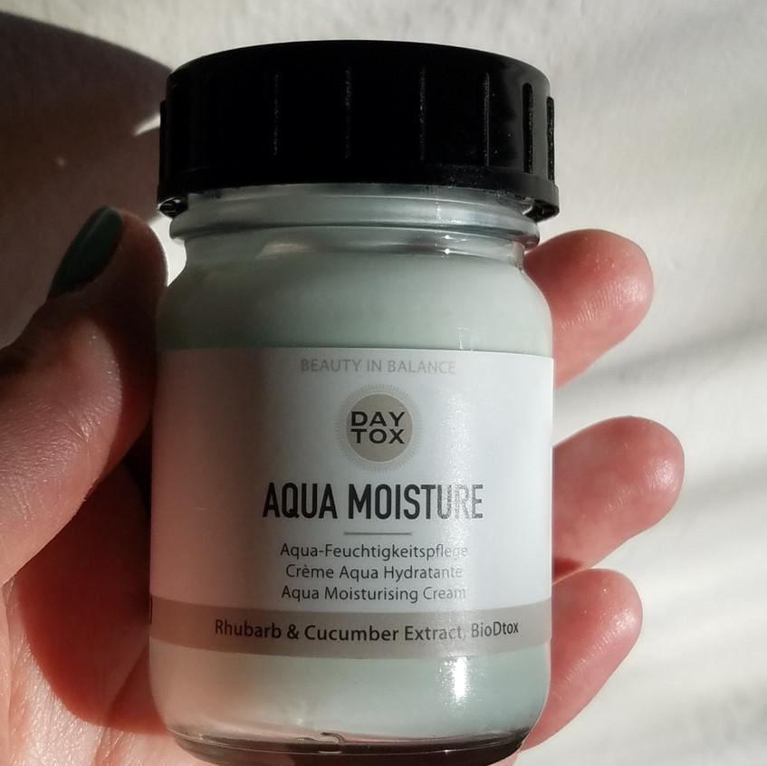 Photo of aqua moisture product front