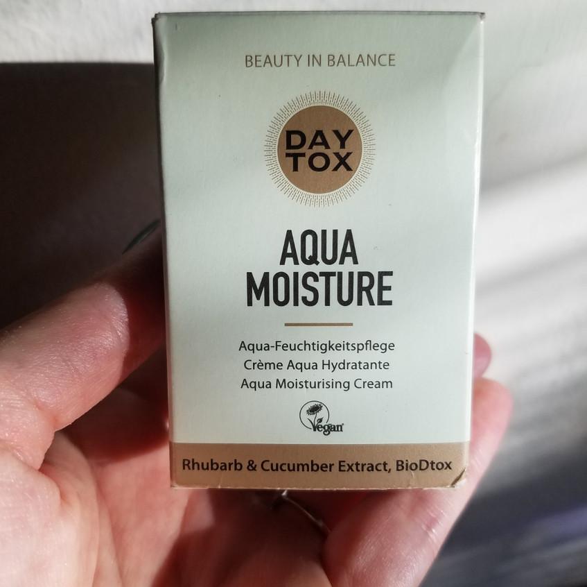 Photo of aqua moisture product box front