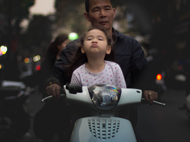 Street Photography Vietnamese father and daughter in Hanoi