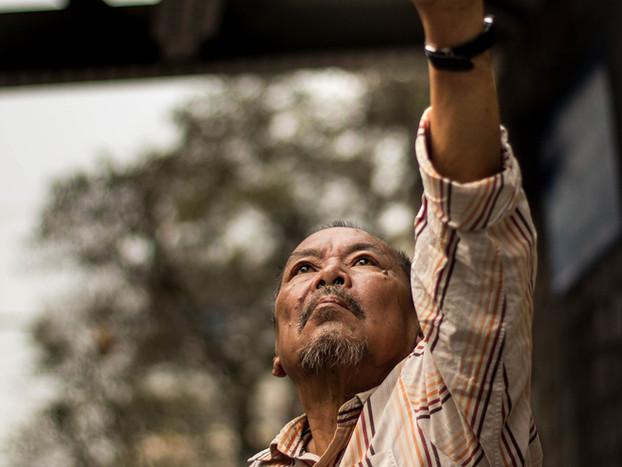Street Photography Vietnamese man in Hanoi