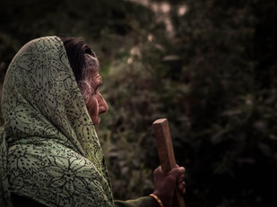 street photography old woman in Kathmandu Nepal