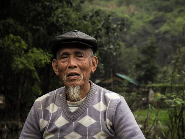 travel photography Vietnamese tea man Tam Coc