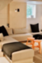 apartment-bedroom-chairs-2881748.jpg