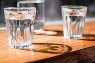 Agua, cerebro y energía: bebe dos litros al día