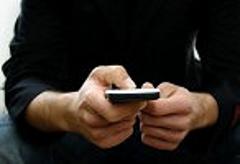 Utilizar el celular en la hora de dormir puede dañar su sueño