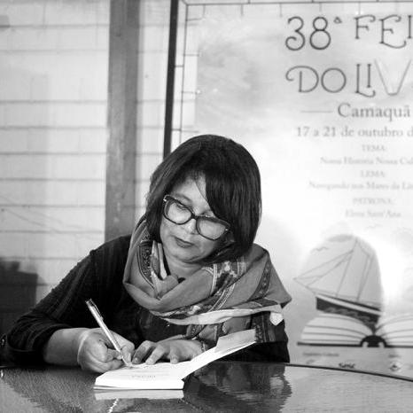 Roberta Flores Pedroso - Professora da rede pública municipal, estadual e da Faculdade da Região Centro- Sul (FUNDASUL)