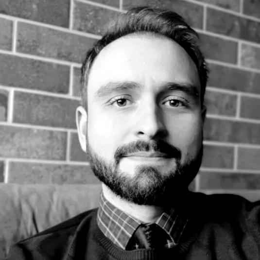 Lucas Zamberlan - Doutor em Estudos Literários e Bolsista do Programa Nacional de Pós-Doutorado/CAPES na UFSM.