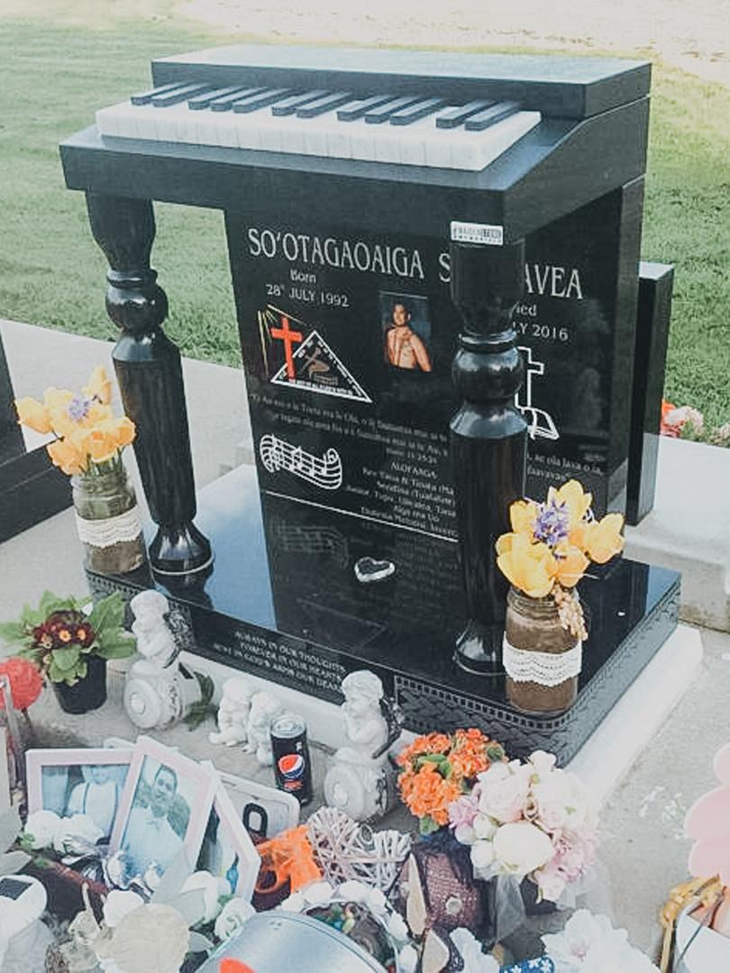 maidenstone-headstone-and-memorial-plaque