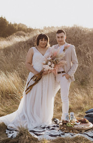 Invercargill-Sunset-Styled-Elopement-Shoot-with-a-picnic