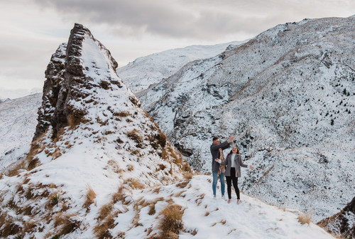 Queenstown sunrise engagement photos in the snow
