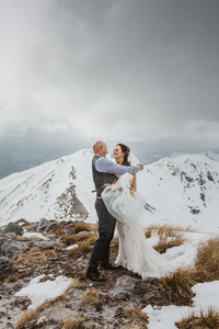 Winter helicopter wedding in Te Anau