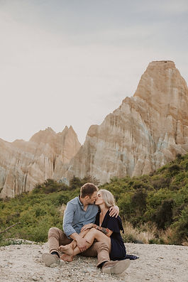 Engagement-Photos-At-The-Clay-Cliffs-New-Zealand