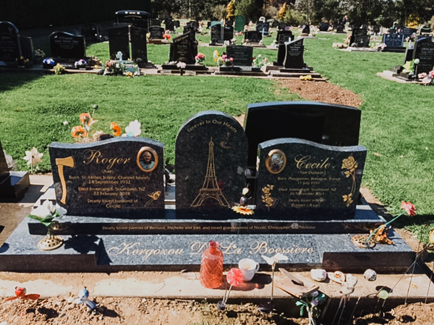 Eiffel Tower Headstone in Invercargill