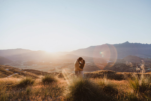 Sunrise engagement photos up a mountain in Queenstown
