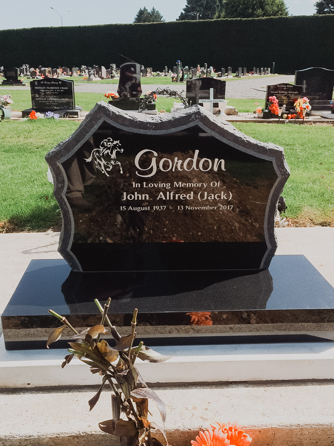 Horse Racing Headstone in Invercargill