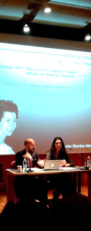Gianluca Bocchino e Beatrice Maccaroni con Marco Stacca al tavolo dei relatori per una conferenza su GIulietta Simionato e Lucia Valentini Terrani