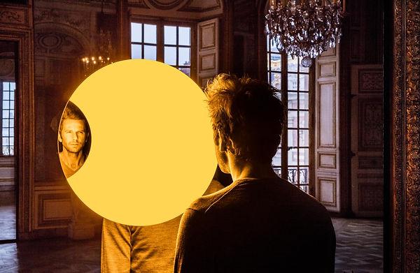 Deep mirror (yellow), 2016 Palace of Ver