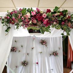ceremonie-laique-tonnelle-fleurie-houppa