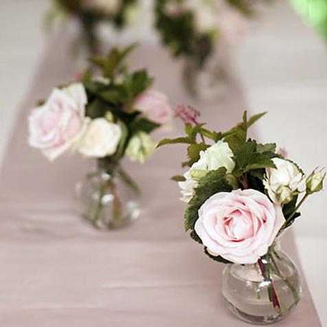 Petits bouquets dans mini vases